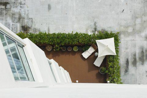 Une petite terrasse d'angle